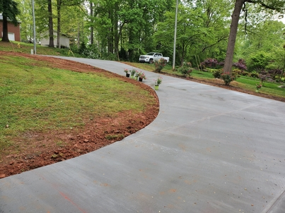 Picture of a front circle concrete driveway that was installed in Flint, MI