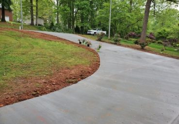 Picture of a new concrete driveway that was poured for a customer in Gainesville, FL.